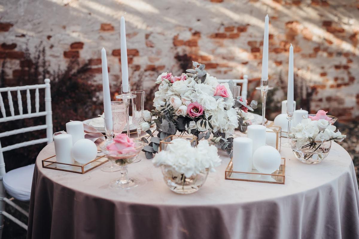 Decoratiuni nunta, Aranjamente florale, Masa mirilor
