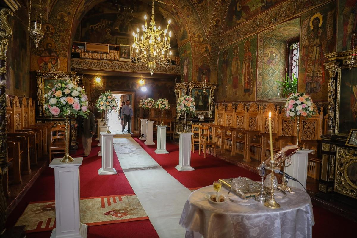 Decor nunta Galati (aranjamente florale ceremonie religioasa)